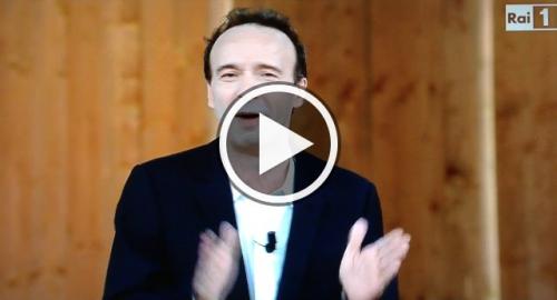 #lapiùbelladelmondo: gli italiani apprezzano la costituzione secondo Benigni [Video]